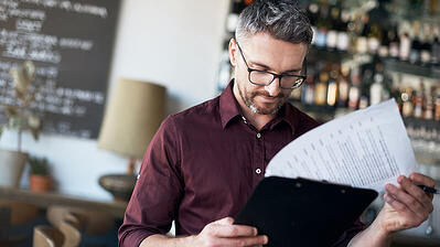 3 ways restaurants poorly handle the ever-changing vendor food prices (and lose $1,000.00's in the process) - Featured Image
